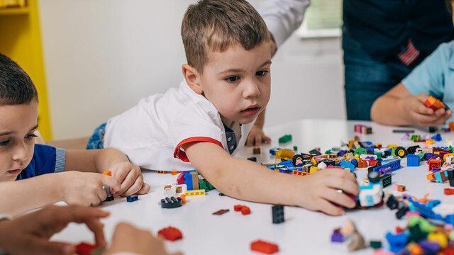 قصه گویی به روش ایفای نقش و تاثیر آن در بهبود بچه ها اوتیسمی